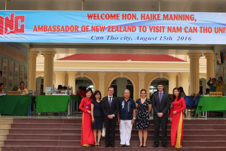 WARMLY WELCOMED NEWZEALAND AMBASSADOR IN VIETNAM